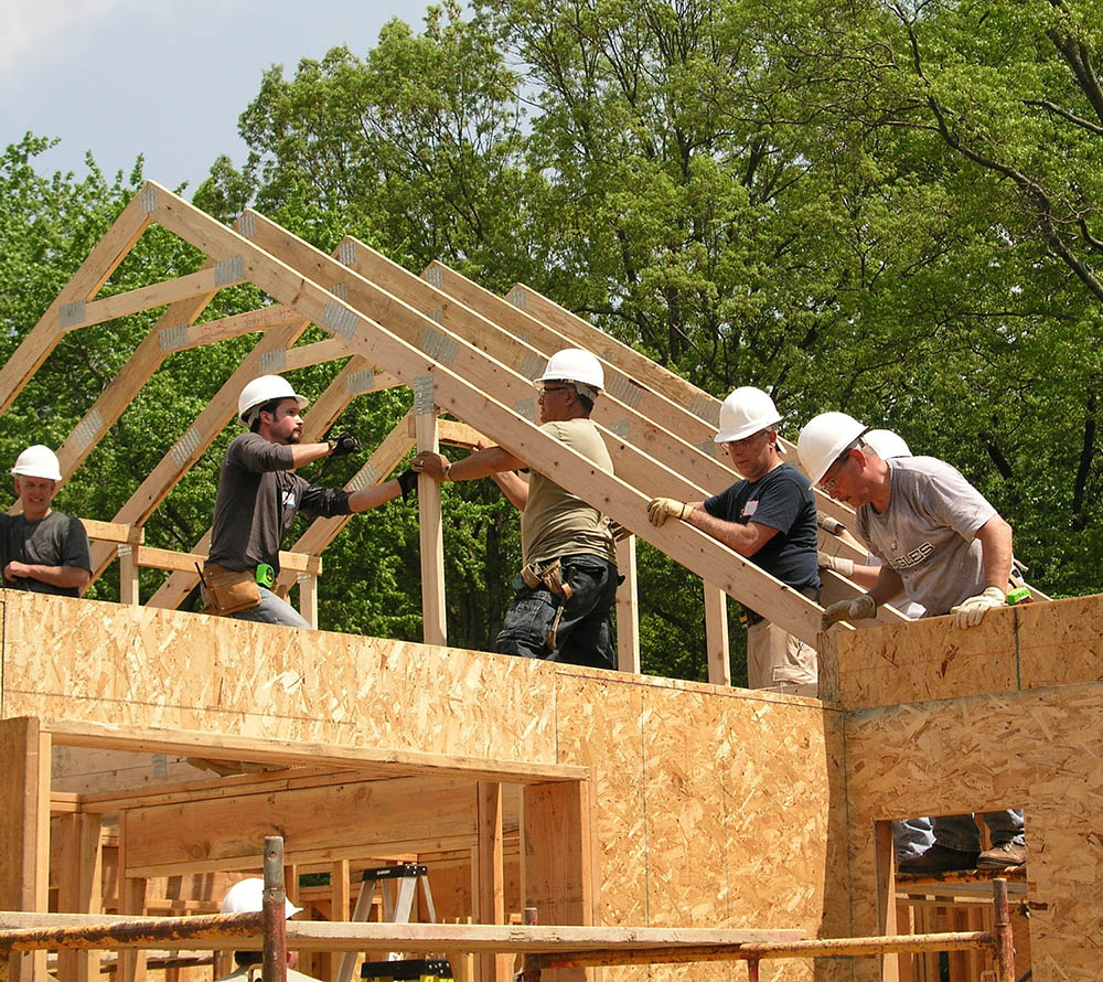 thomas home center crew installing roof trusses